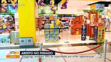 Shoppings de Goiânia e Região Metropolitana funcionam no feriado - Muitas pessoas procuram lojas para comprar presentes de Dia das Crianças.