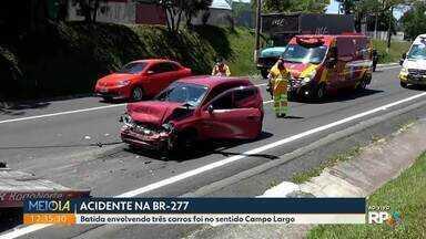 Três carros se envolvem em acidente da BR-277 em Campo Largo - Há interdição parcial da pista.