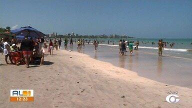 AL1 mostra movimentação das praias de AL no feriado da Padroeira do Brasil - Confira a reportagem.