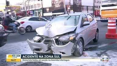 Motorista atropela pessoa que estava olhando outro acidente na zona sul de São Paulo - Segundo a Companhia de Engenharia de Tráfego, motorista que bateu em poste na Av. Interlagos estava embrigado no momento do acidente. Pessoa que foi atropelada machucou a perna e foi socorrida.