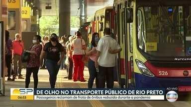 Passageiros de Rio Preto reclamam da frota reduzida de ônibus na cidade - Circulação diminuiu durante a pandemia, mas a Prefeitura diz que o número de ônibus nas ruas já foi normalizado