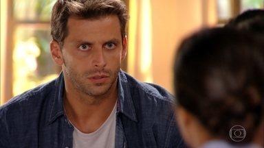 Cassiano reúne os pilotos para contar seu plano para localizar Dom Rafael - Alberto diz a Dionísio que vai sair de viagem