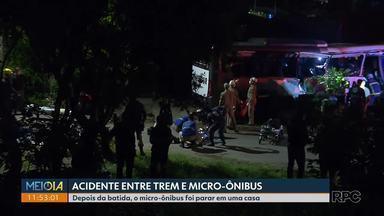 Acidente entre trem e micro-ônibus deixa uma pessoa morta - Depois da batida, o micro-ônibus foi parar em uma casa. Foi no bairro Cajuru, em Curitiba.