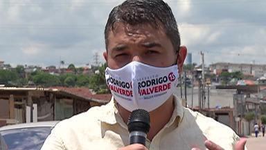 Candidato à Prefeitura de Mogi, Rodrigo Valverde mostra propostas para habitação - Rodrigo Valverde (PT) fez campanha no Distrito de Jundiapeba onde conversou com moradores. Ele mostrou propostas para a área da habitação.