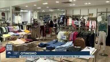 Em Uberaba, proximidade do fim de ano deixa setor econômico otimista - Segundo especialistas, época de festas e recebimento do 13º salário devem aquecer as compras no município. Comerciantes esperam melhora nas vendas.