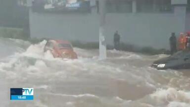 Temporal causa diversos prejuízos a moradores de São Paulo - Um dia depois da tempestade, famílias da Zona Norte de São Paulo tiveram que enfrentar as perdas. Moradores contam histórias sobre as situações que passaram por causa da chuva.