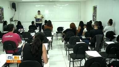 Aulas presenciais para adultos começam nesta segunda-feira em Alagoas - Depois de sete meses de sem aulas presenciais, Governo do Estado autorizou retorno das atividades para maiores de 18 anos.
