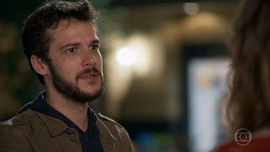 Giovanni se propõe a ajudar Camila - O filho de Francesca se sensibiliza com a amnésia de Camila e promete ajudá-la a se tornar uma pessoa melhor