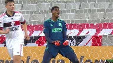 Hugo Souza defende pênalti e garante a vitória do Flamengo contra o Athletico-PR - Hugo Souza defende pênalti e garante a vitória do Flamengo contra o Athletico-PR