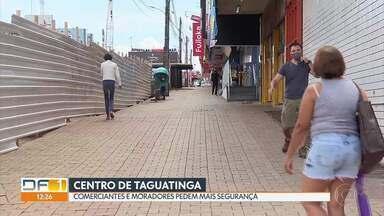 Comerciantes e moradores de Taguatinga pedem mais policiamento - A reclamação é de quem fica no centro da cidade. Os dados da Secretaria de Segurança mostram diminuições em alguns crimes, mas os comerciantes e moradores dizem que isso é por falta de registros dos casos. A PM diz que tem intensificado as rondas na área.