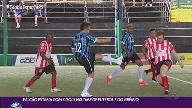 Falcão estreia pelo Grêmio de futebol 7 e marca três gols - Tricolor venceu de goleada.