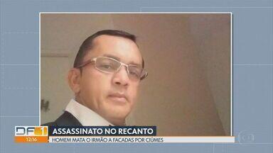 Copeiro é morto a facadas pelo irmão - Polícia diz que criminoso sentia ciúmes do irmão, Antonino Moura, de 48 anos.