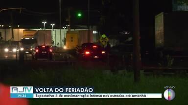 Movimento pós feriado deve ser intenso nas estradas até esta terça-feira (3) - A Polícia Rodoviária Federal recomenda atenção redobrada.