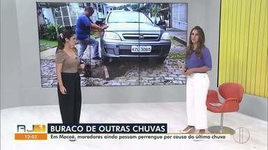 Moradores ainda sofrem com estragos da última chuva em Macaé, no RJ - Os moradores do Jardim Pinheiros, no bairro Miramar estão com um buraco no meio da rua Carlito Gonçalves da Fonseca.