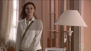 Camila acorda sorridente - Todos pensam que é por causa de Roberto