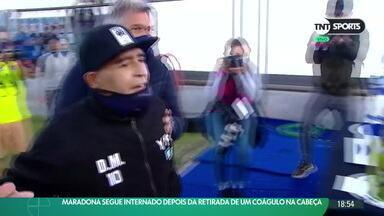 Maradona segue internado depois da retirada de um coágulo na cabeça - Maradona segue internado depois da retirada de um coágulo na cabeça