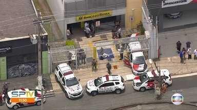 Bandidos tentaram assaltar agência bancária na zona oesta da capital - Um supeito foi baleado