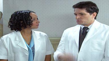 Capítulo de 17/02/2004 - Graça descobre que Celina desmancha o bordado. Cândida resiste em levar Bernadete ao médico. Bárbara pede que Yvete vigie Vivaldo. Selma e Beto se beijam.