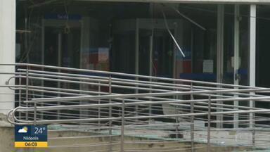 Bandidos explodem agência da Caixa Econômica em Duque de Caxias - Foi na madrugada desta quinta-feira (12), no bairro Jardim Primavera.
