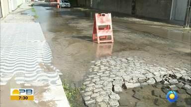 Depois de denúncia de vazamento no Bom Dia Paraíba, Cagepa estanca vazamento de água - Reparos devem ser feitos para resolver o problema