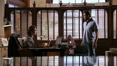 Cassiano promete a Alberto que destruirá tudo o que ele tem - O empresário não acredita nas ameaças do rival