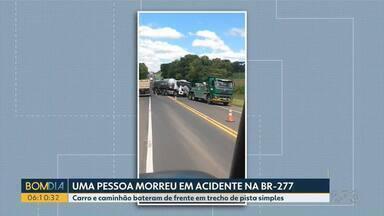 Uma pessoa morre em acidente na BR-277 - Carro e caminhão bateram de frente em trecho de pista simples.