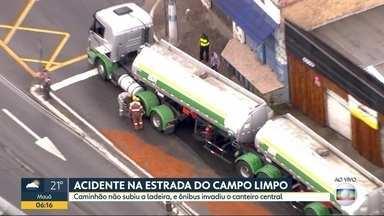 Pista molhada faz dois caminhões enguiçarem em subidas na capital - As carretas ficaram paradas na Estrada do Campo Limpo e na ladeira dos Três Tombos.
