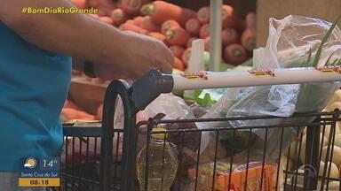 Pesquisa do Procon divulga variação de preço de mais de 150% em produtos da ceia de Natal - Assista ao vídeo.