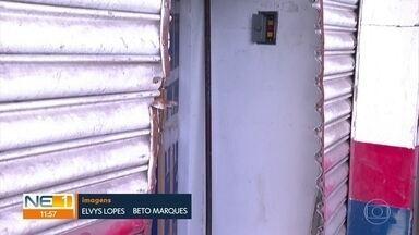 Loja de eletrodomésticos é arrombada em Olinda - Segundo a PM, 15 homens teriam roubado Casas Bahia da Avenida Presidente Kennedy, no bairro de Peixinhos, na madrugada desta terça-feira (17).