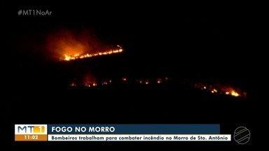 Bombeiros trabalham para combater incêndio em Morro - Bombeiros trabalham para combater incêndio em Morro.
