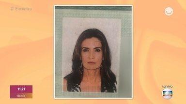 Fátima Bernardes e Tati Machado mostram imagens de seus documentos - Beleza de Sheron Menezzes em foto de identidade impressiona e atriz promete mostra foto da carteira de habilitação