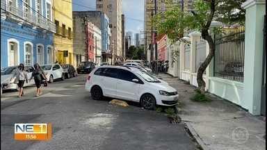 Motoristas reclamam de dificuldades para estacionar em vagas da Zona Azul no Recife - Problemas são enfrentados nos espaços do Centro do Recife.