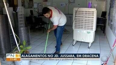 Alagamento causa prejuízos no Jardim Jussara, em Dracena - Moradores e empresários dizem que o problema dura anos.