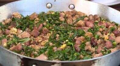 """Feijão tropeiro é dica da """"Hora do Rancho"""" deste sábado (21/11) - O preparo é simples, mas carregado de sabor. Toucinho, bacon e linguiça calabresa se destacam como ingredientes."""