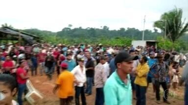 Grupo que invadiu terras indígenas no Pará protesta em frente à base da Funai - Protesto impede a fiscalização do desmatamento ilegal na terra indígena Apyterewa.