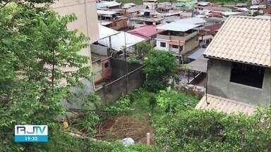 Defesa Civil interdita 40 casas em Nova Friburgo, no RJ - De acordo com a Defesa Civil, existe o risco de um deslizamento de terra sobre a via e residências.