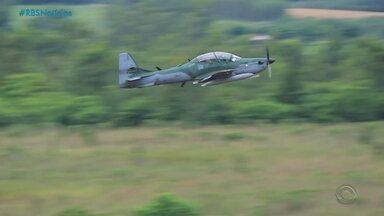 Força Aérea Brasileira faz treinamento com ambiente de guerra no RS - Assista ao vídeo.