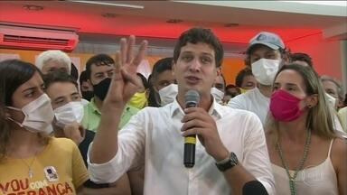João Campos é eleito prefeito do Recife, PE - No Recife, onde dois primos concorriam à eleição e as pesquisas indicavam uma disputa apertadíssima, as urnas deram a vitória a João Campos, do PSB.