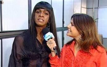 Helio de La Peña se transforma em Taís Araújo - Nivea Stelmann acompanha a transformação do humorista na personagem da atriz em A Favorita.