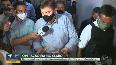 Prefeito de Rio Claro é alvo de operação do Gaeco por suspeita de fraude em compra de EPIs - Compra teve o valor de R$ 4 milhões. Juninho da Padaria (DEM) e secretários foram afastados temporariamente das suas funções.