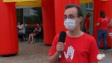 Birigui faz testagem contra a Aids no mês Dezembro Vermelho - Dezembro é o mês de luta contra a Aids. É o chamado Dezembro Vermelho. Como a melhor forma de tratar a doença é descobrindo no começo, várias cidades estão fazendo testagens.