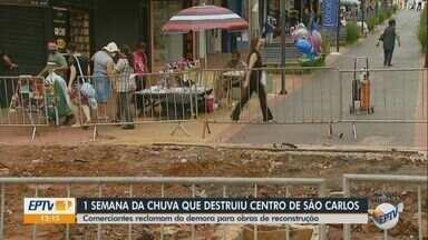 Comerciantes de São Carlos reclamam de demora para obras de reconstrução - Chuva forte causou destruição na quinta-feira (26).