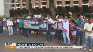 Ex-funcionários do Hospital Espanhol fazem protesto e cobram direitos trabalhistas - Eles estão na frente da sede da Governadoria, no CAB, cobrando solução.