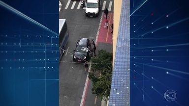Vândalos atacam carros na Cracolândia, em São Paulo - Criminosos quebraram vidros e saquearam veículos. Policiamento foi reforçado na região, mas ninguém foi preso.
