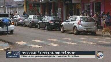 Rua Episcopal é liberada para trânsito em São Carlos - Obras de recuperação emergencial custaram mais de R$ 1 milhão.