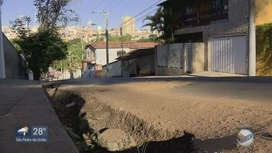 Obras da Copasa danificam recapeamento realizado em avenidas de Varginha - Obras da Copasa danificam recapeamento realizado em avenidas de Varginha