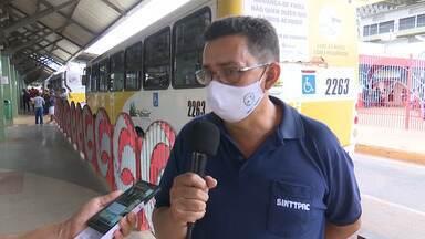 Motorista reivindicam direitos em protesto em frente ao terminal urbano - Motorista reivindicam direitos em protesto em frente ao terminal urbano