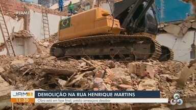 Demolição na rua Henrique Martins está em fase final - Prédio ameaçava desabar.