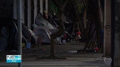 Sem-teto sofrem com falta de moradia e assistência social em meio à pandemia - Estima-se que quase 2 mil pessoas estejam em situação de rua.