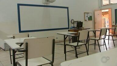 Estudantes se preparam com aulas online para o período de vestibulares - Estudantes da região de Itapetininga (SP) se preparam com aulas online para o período de vestibulares.